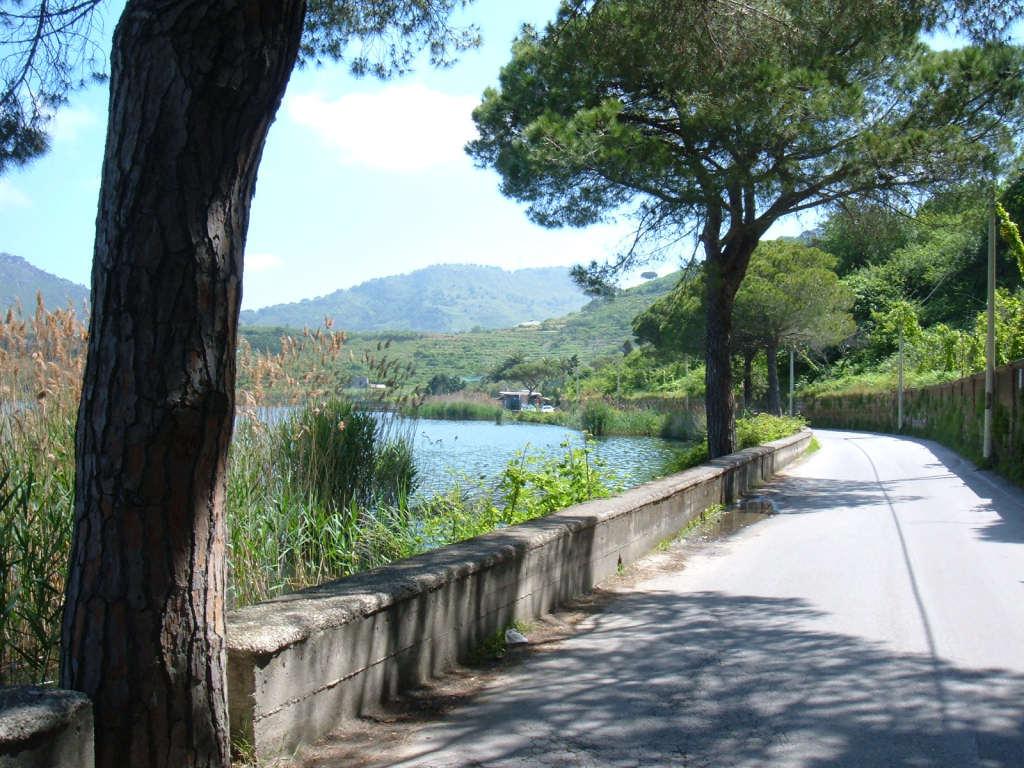 I campi flegrei foto cenni storici dstadio antonino for Lago lucrino