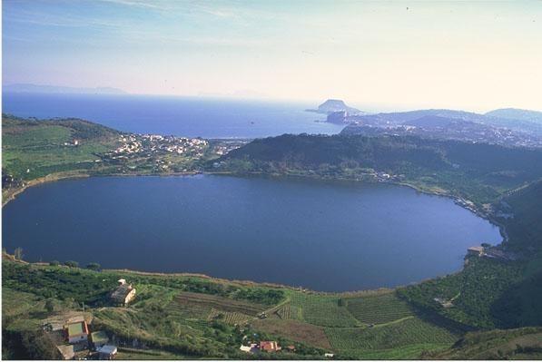 Lago d 39 averno pozzuoli na for Lago lucrino